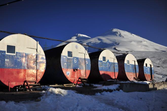 厄尔布鲁士汽油桶营地